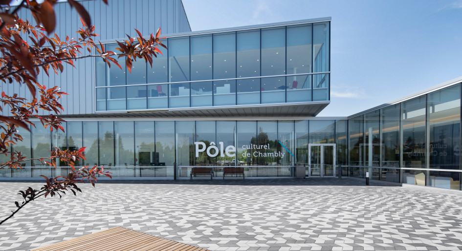 Permeable plaza surrounding Chambly cultural centre wins design award