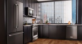 make-a-bold-statement-with-black-in-the-kitchen
